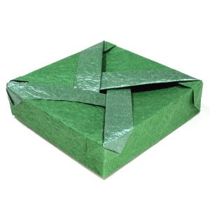 closed flat square origami box